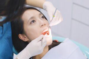 Czy wybielanie zębów jest bolesne?